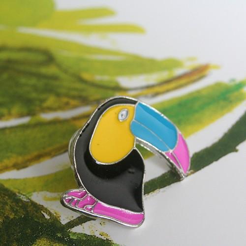 pin's feuille toucan