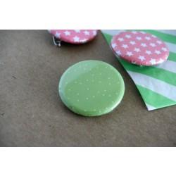 badge motifs / petits pois verts