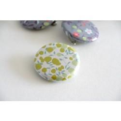badge liberty / fleurs vertes